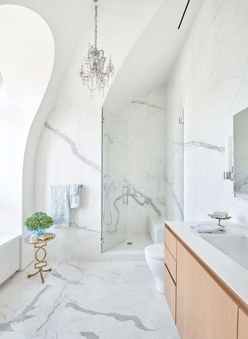 Salle de bains en marbre.