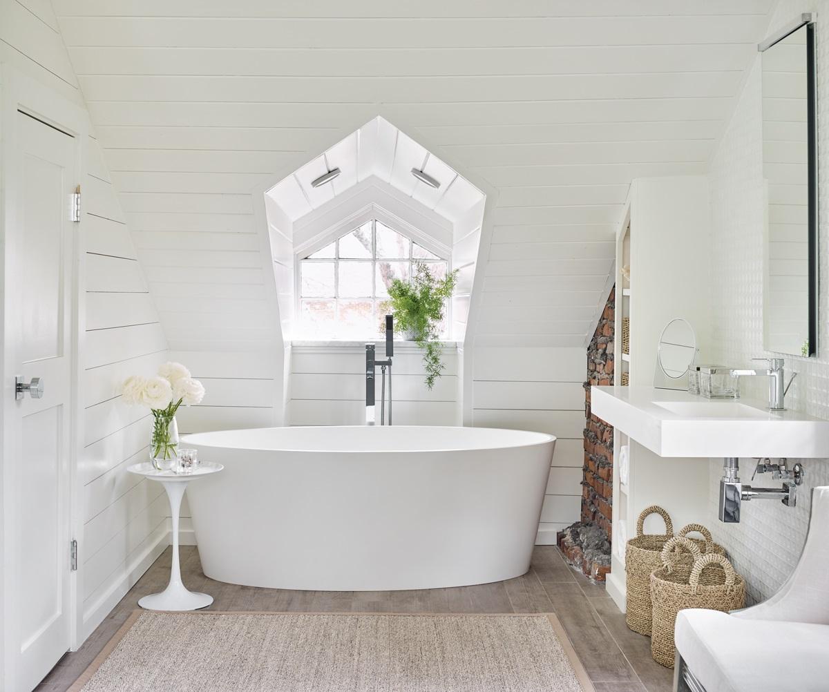 Salle de bains simple mais chic.