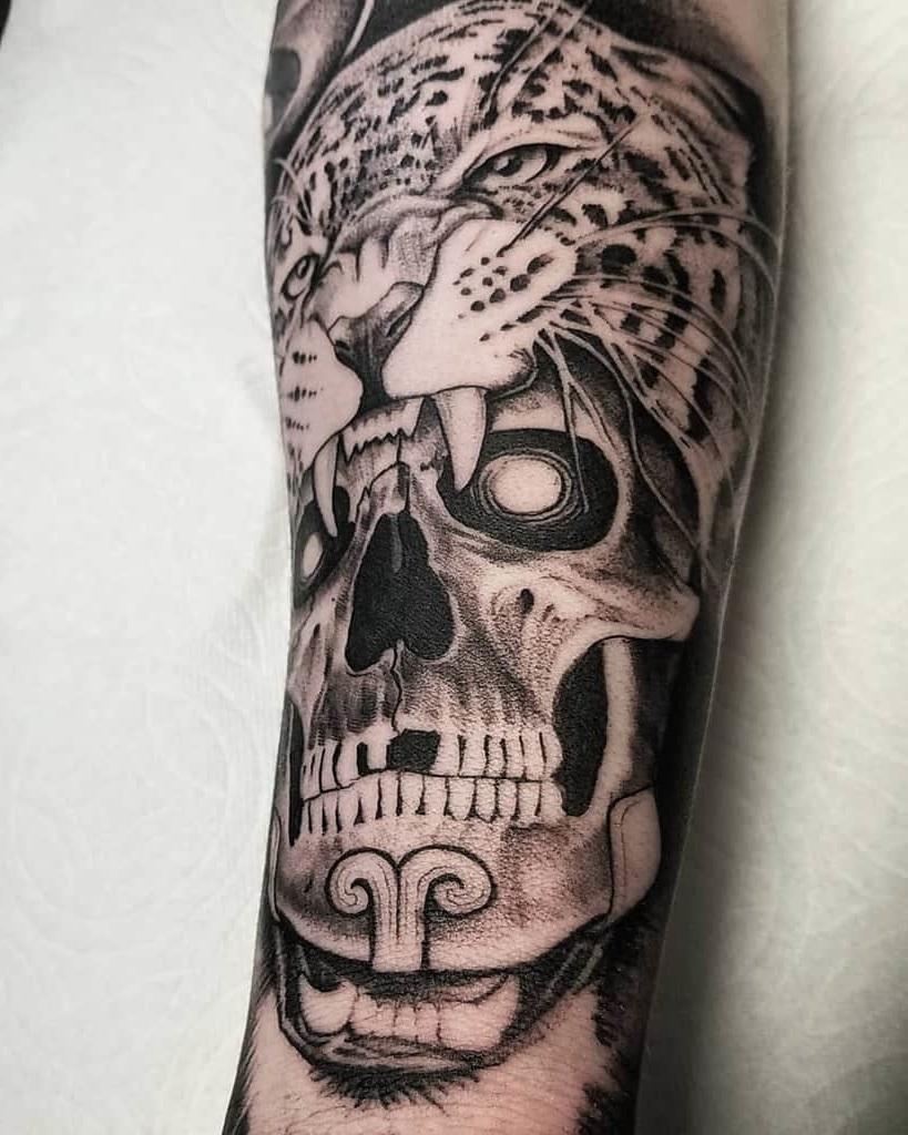 Tatouage crâne impressionnant.