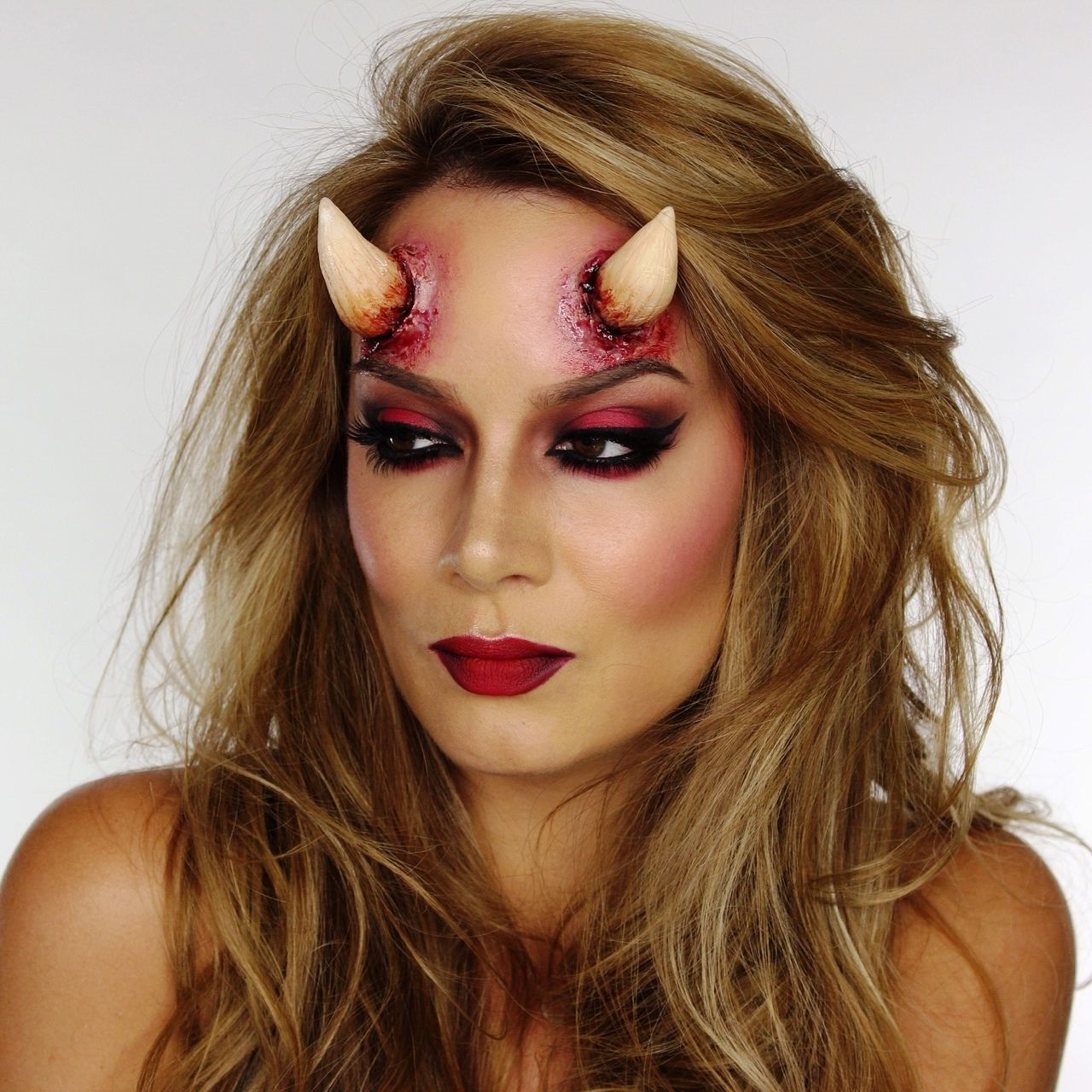 Maquillage d'Halloween superbe.