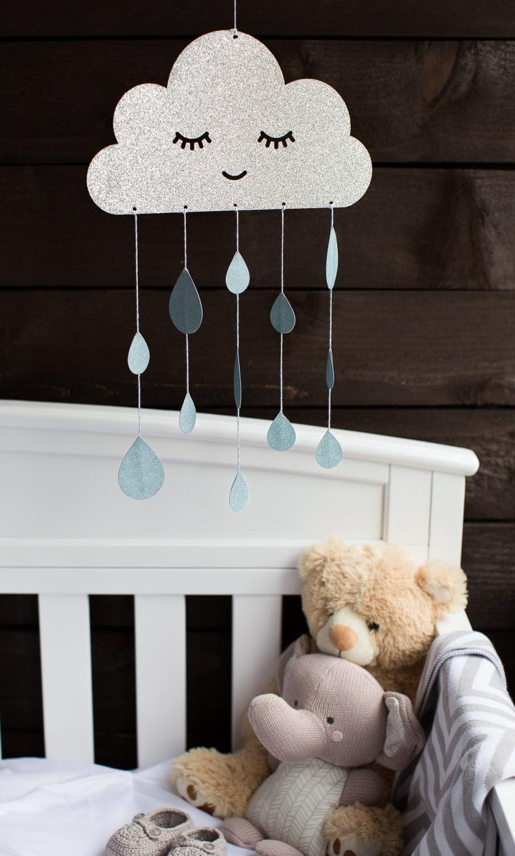 Mobile pour bébé DIY.