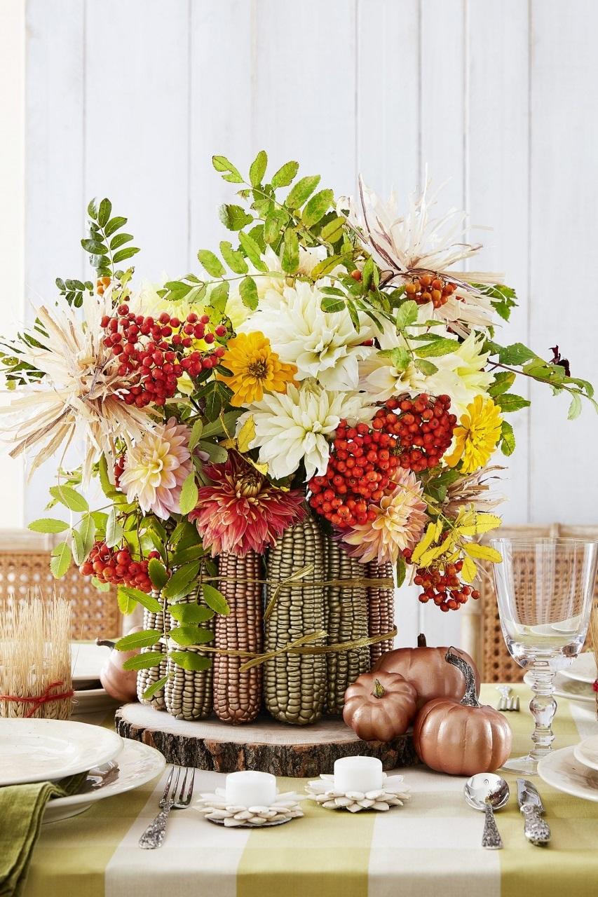 Bricolage d'automne avec des fleurs.