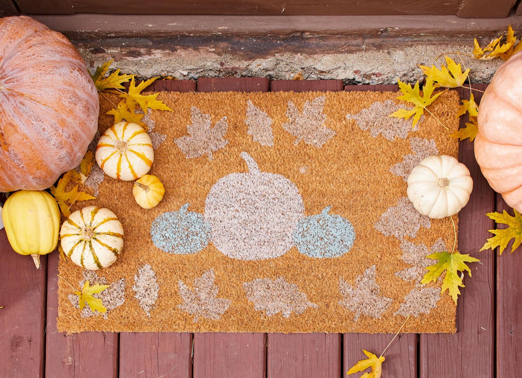 Bricolage d'automne: tapis d'entrée créatif.