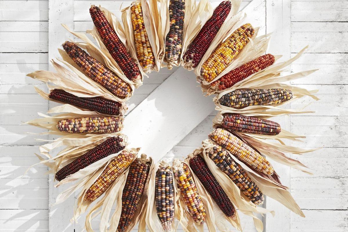 Bricolage d'automne: couronne de maïs.