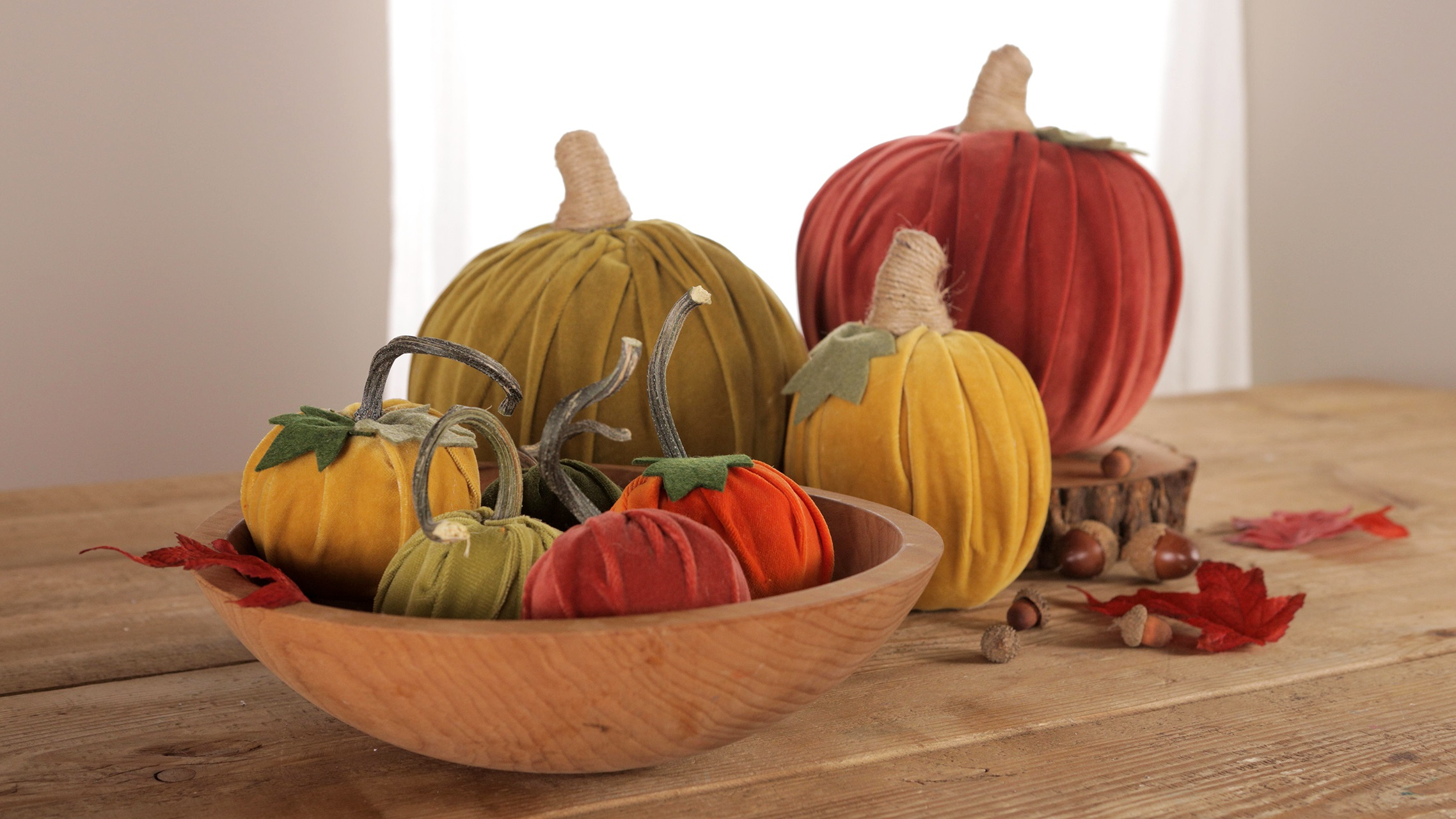 Bricolage d'automne: citrouilles en tissu.