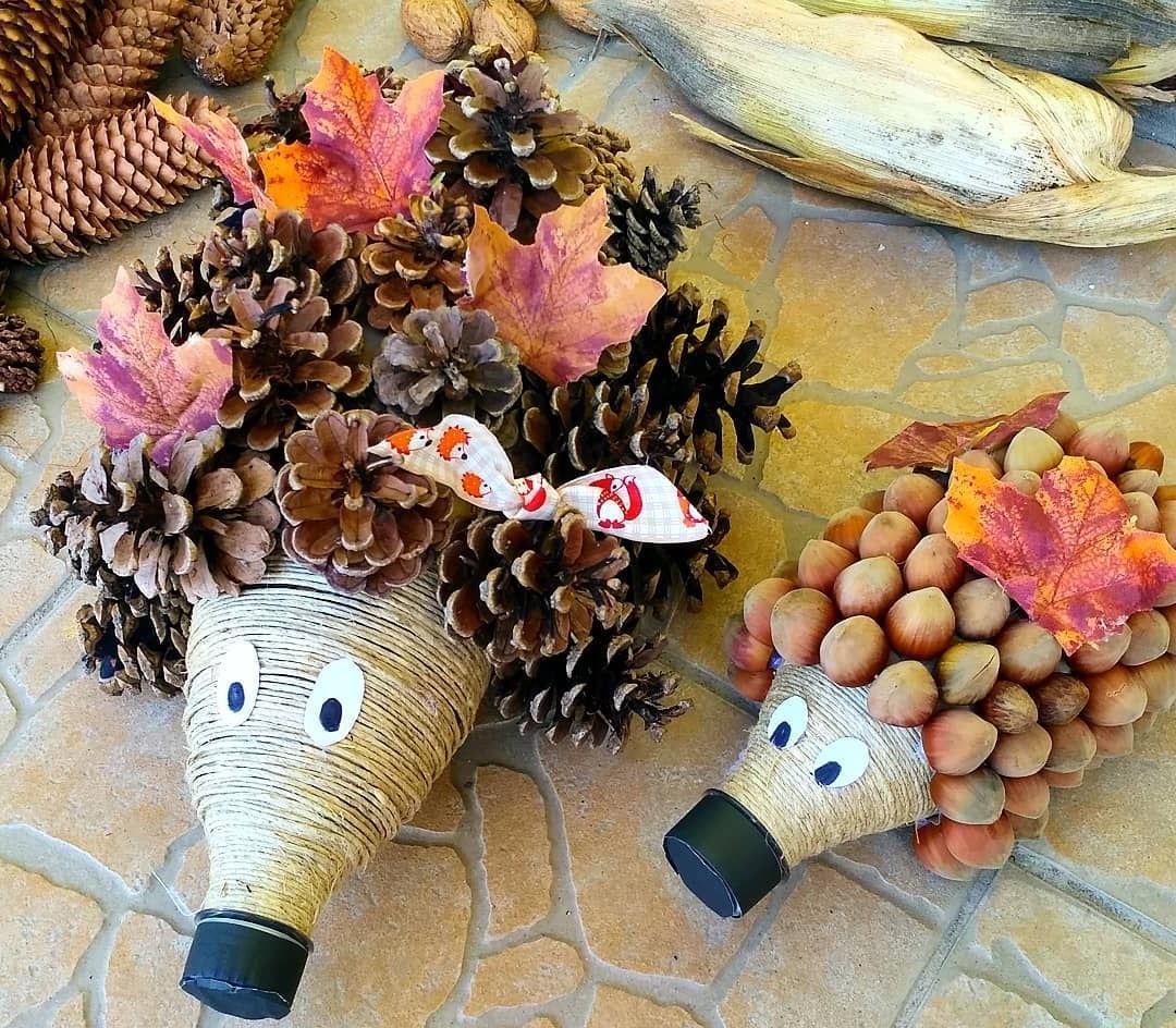 Bricolage d'automne: hérissons en pommes de pin et en glandes.