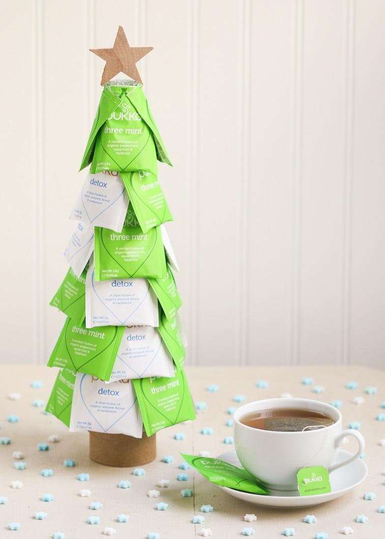 Arbre de Noël fabriqué de sachets de thé.