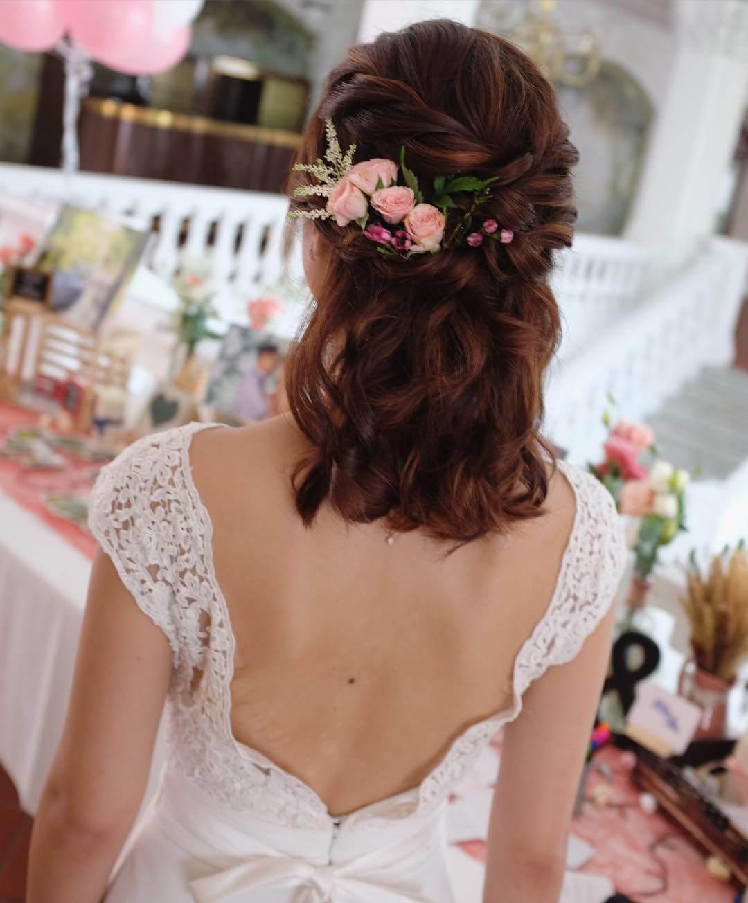 Coiffure de mariage pour cheveux courts.