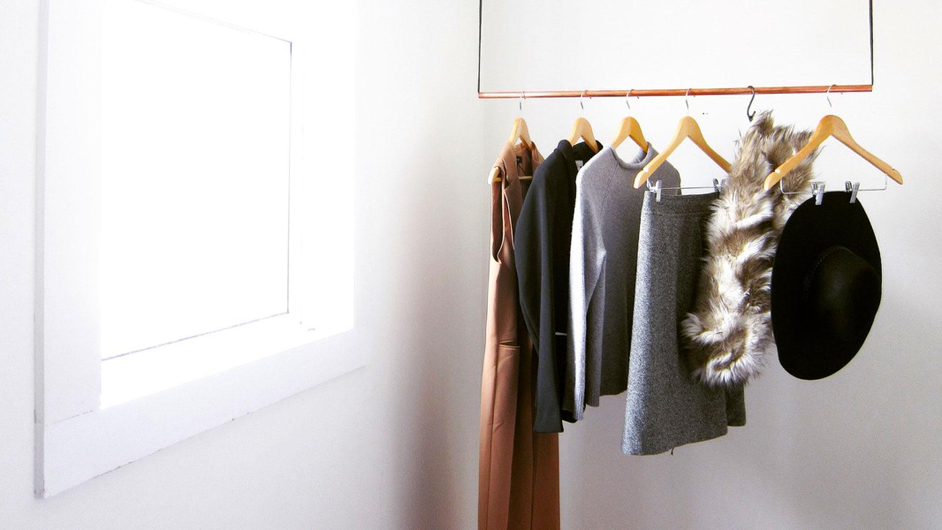 Garde-robe minimaliste.