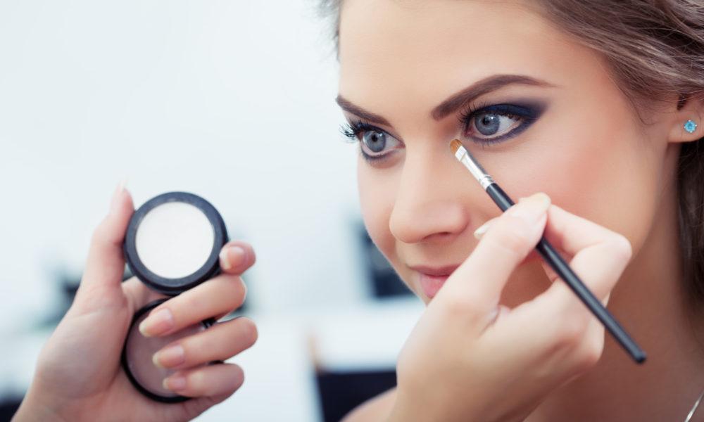 Beauté : quels produits choisir pour un maquillage longue tenue ?