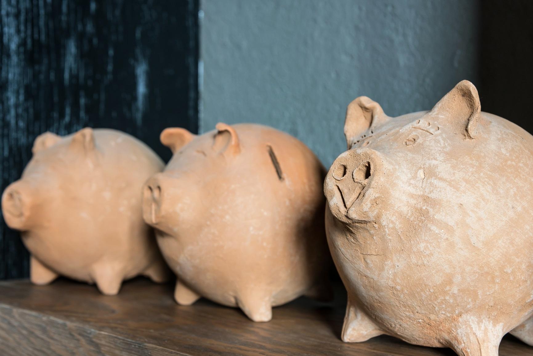 Tirelire ancienne en forme de cochon.